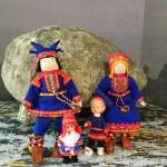 Куклы в саамских костюмах